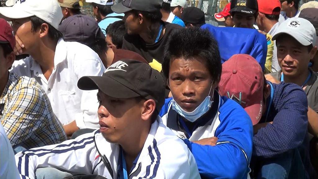 Kết quả hình ảnh cho Tiếp nhận 239 ngư dân Khánh Hòa bị Indonesia bắt giữ
