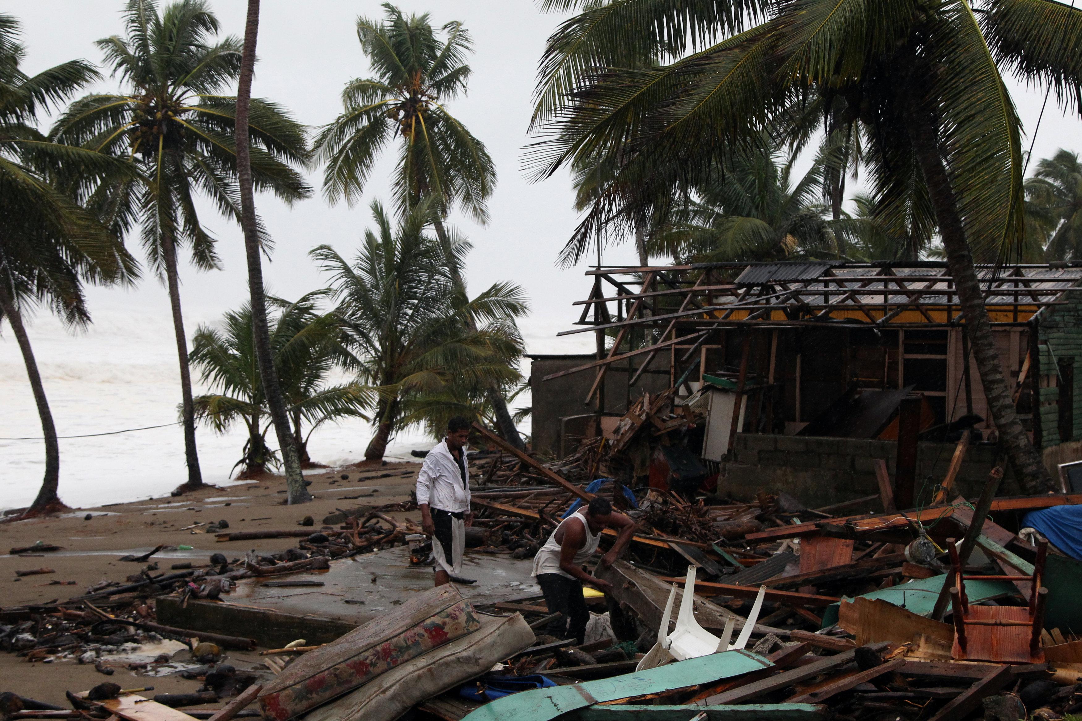 Nhiều nơi chỉ còn đống đổ nát vì bão Irma - Ảnh 6.