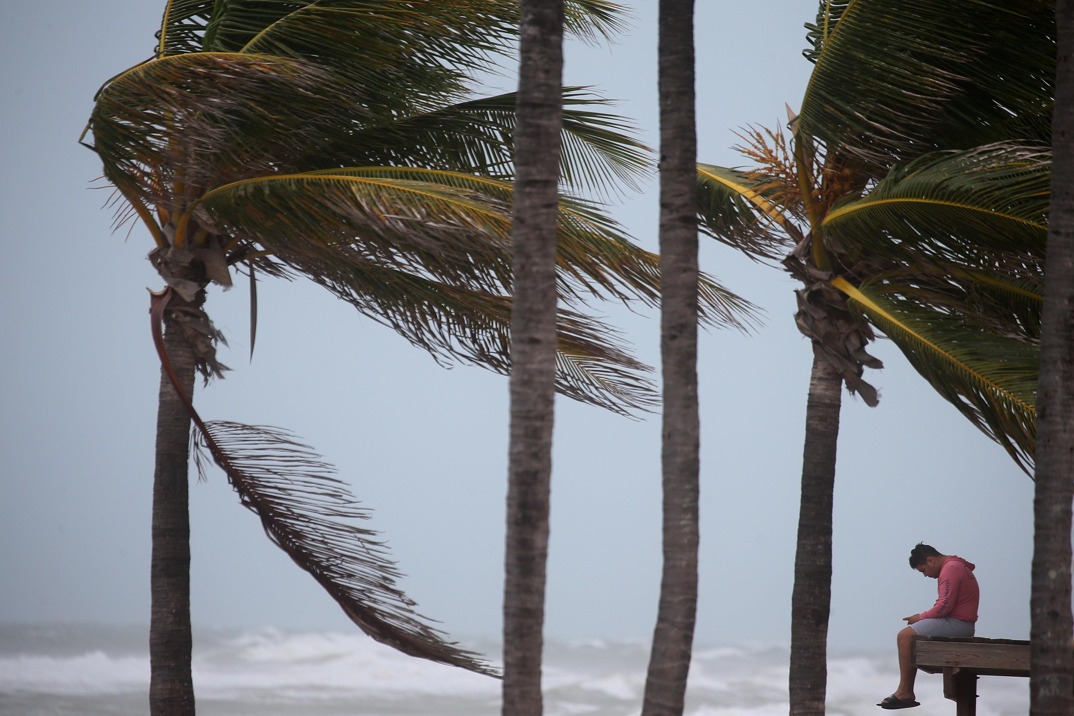 Đổ bộ Florida, bão Irma tăng lên cấp 4 - Ảnh 4.