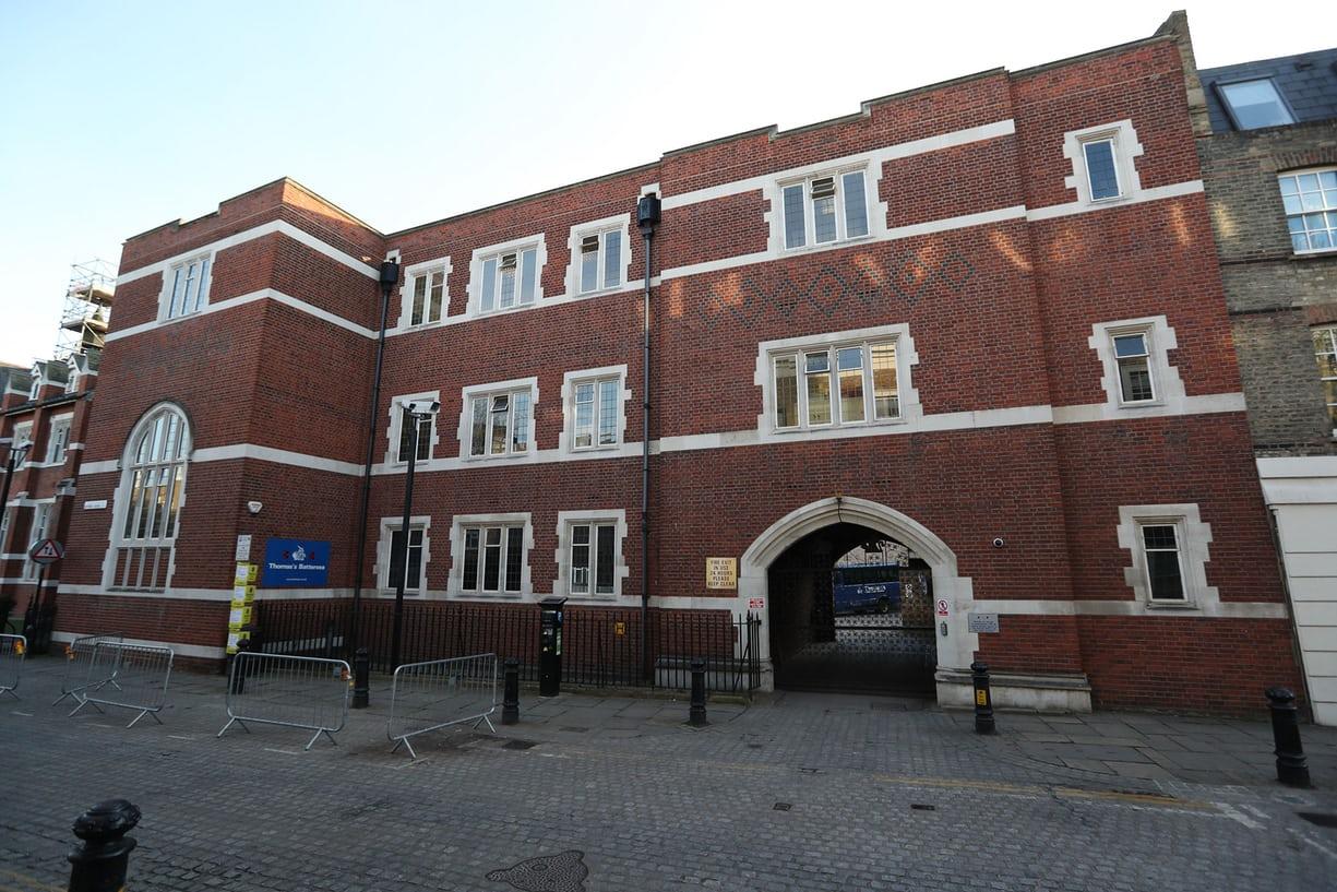 Ngày đầu đi học bỡ ngỡ của Hoàng tử George - Ảnh 2.