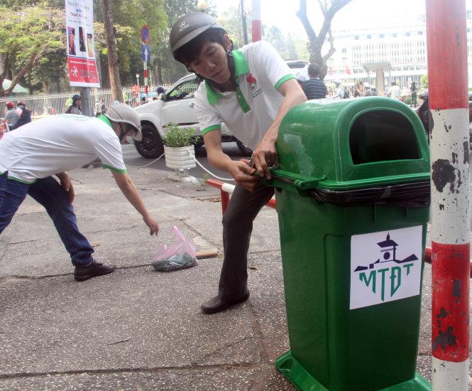 TP.HCM quản lý thùng rác công cộng theo mạng lưới - Ảnh 1.