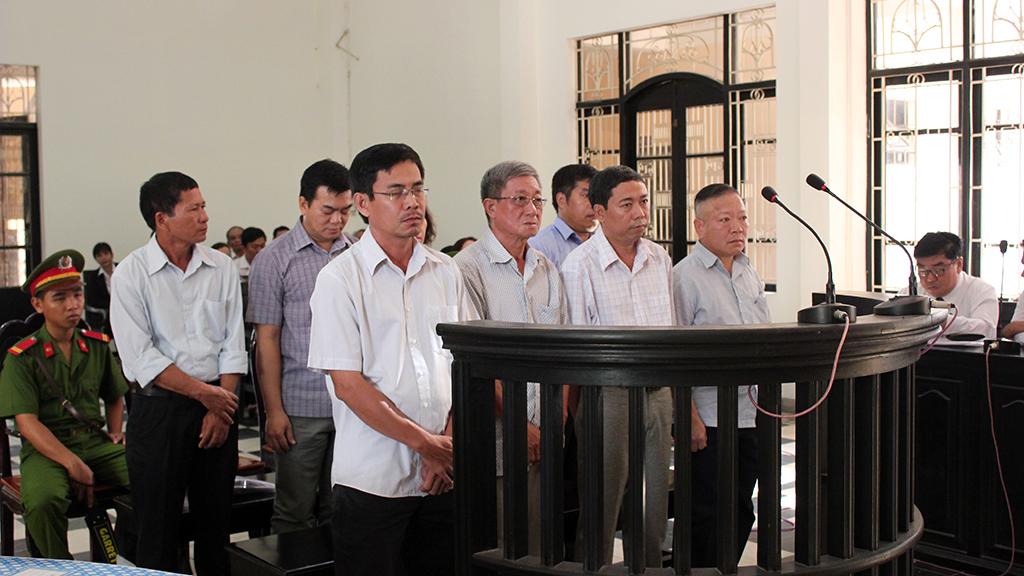 Hoãn phiên toà xử vụ chiếm đoạt 52 tỷ đồng tại AgriBank Trà Vinh - Ảnh 1.