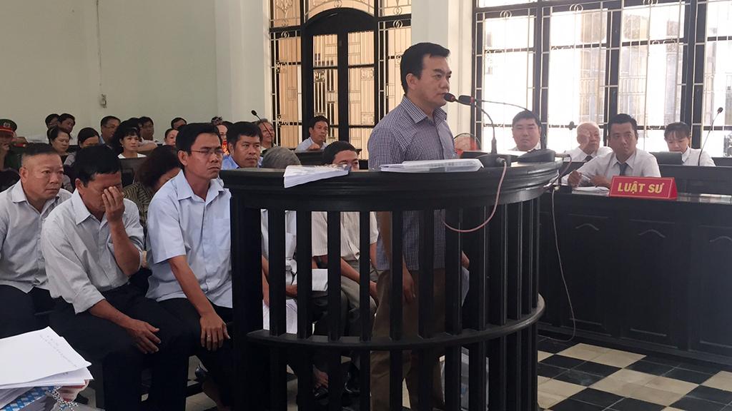 Hoãn phiên toà xử vụ chiếm đoạt 52 tỷ đồng tại AgriBank Trà Vinh - Ảnh 2.