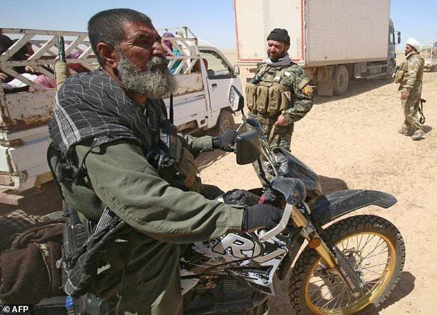 Huyền thoại bắn tỉa khủng bố ở Iraq tử trận - Ảnh 3.