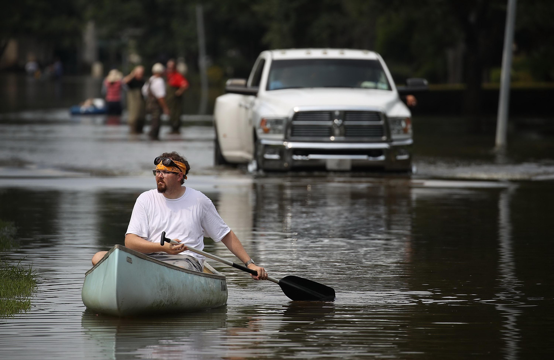 Biến đổi khí hậu khiến các cơn bão tồi tệ hơn ra sao? - Ảnh 2.
