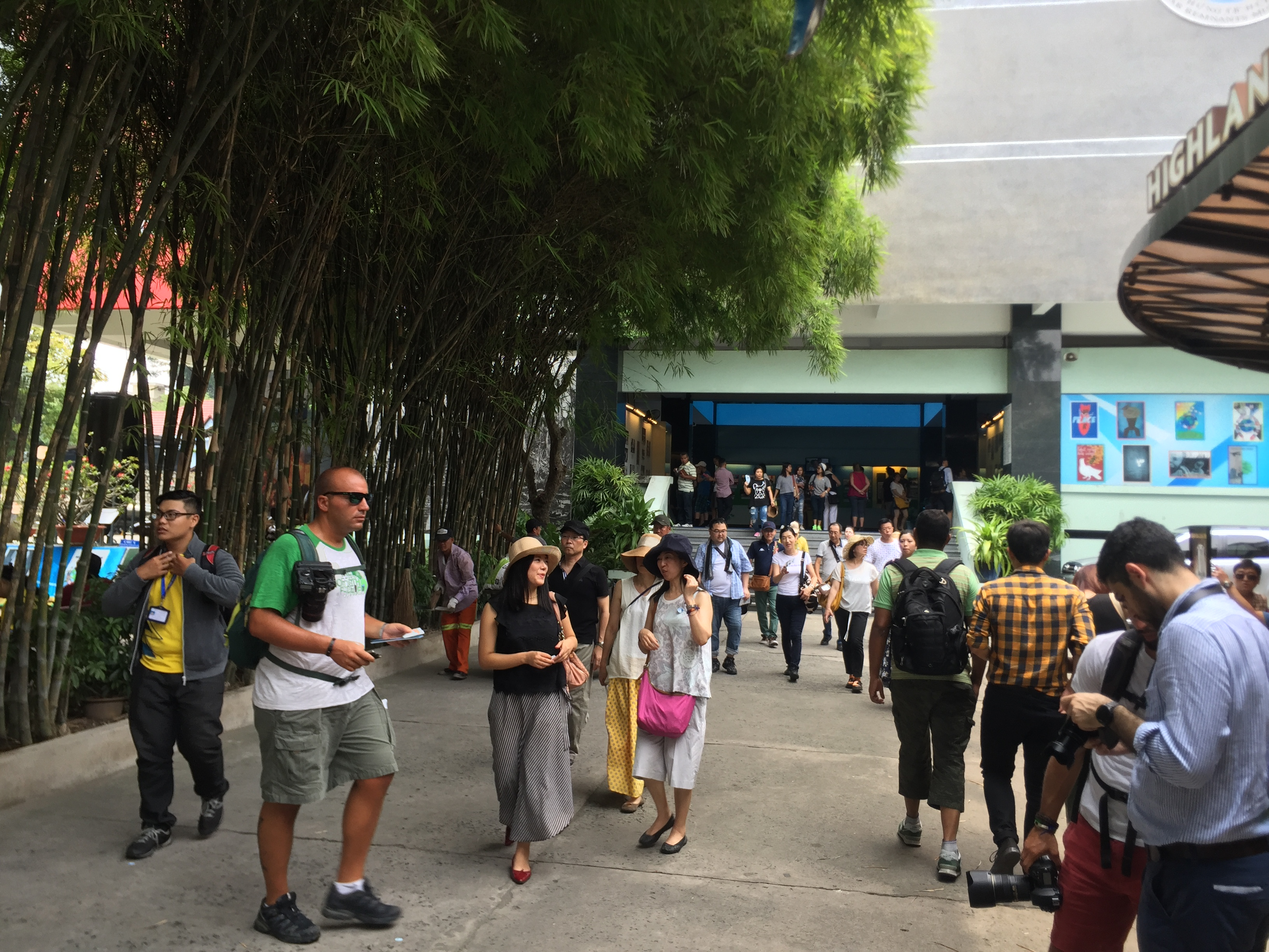 Bảo tàng thế giới thông tầm, bảo tàng Việt đóng cửa ngủ trưa - Ảnh 1.
