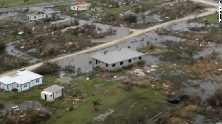 Nhiều nơi chỉ còn đống đổ nát vì bão Irma - Ảnh 4.