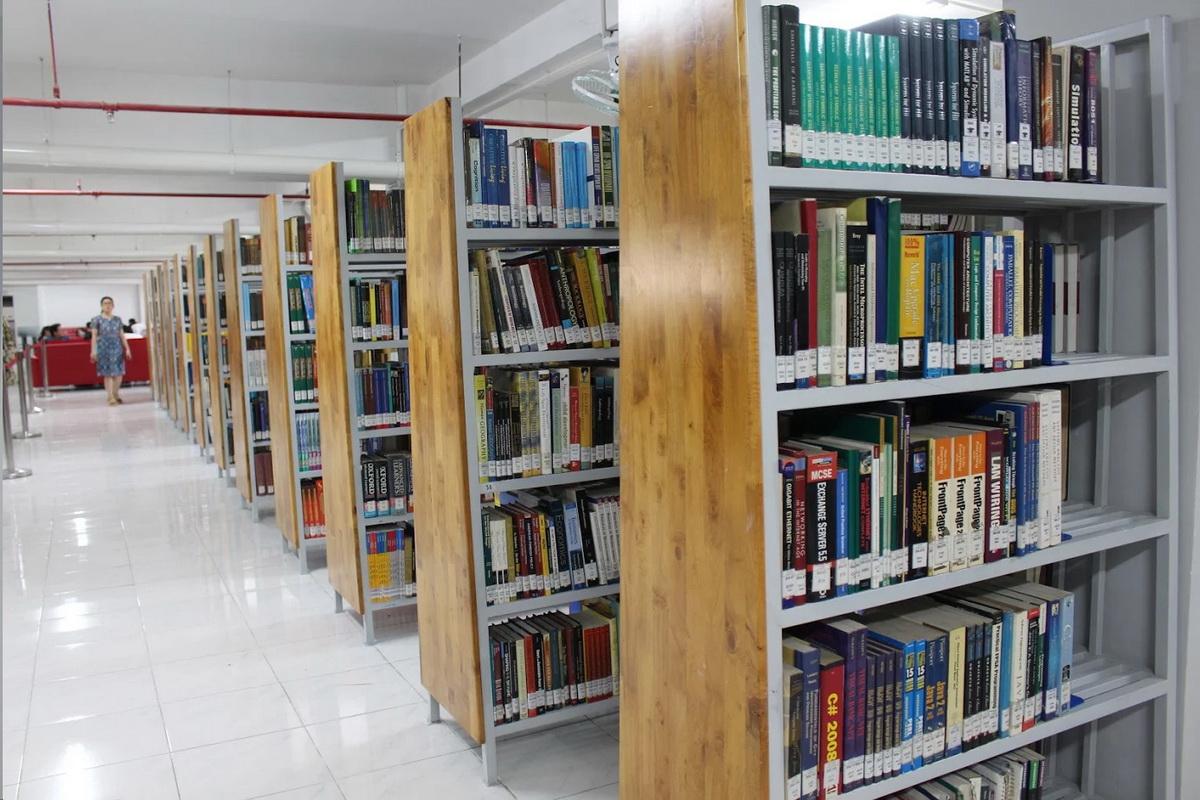 Đại học ở TP.HCM mở thư viện có võng, iPad cho sinh viên - Ảnh 3.