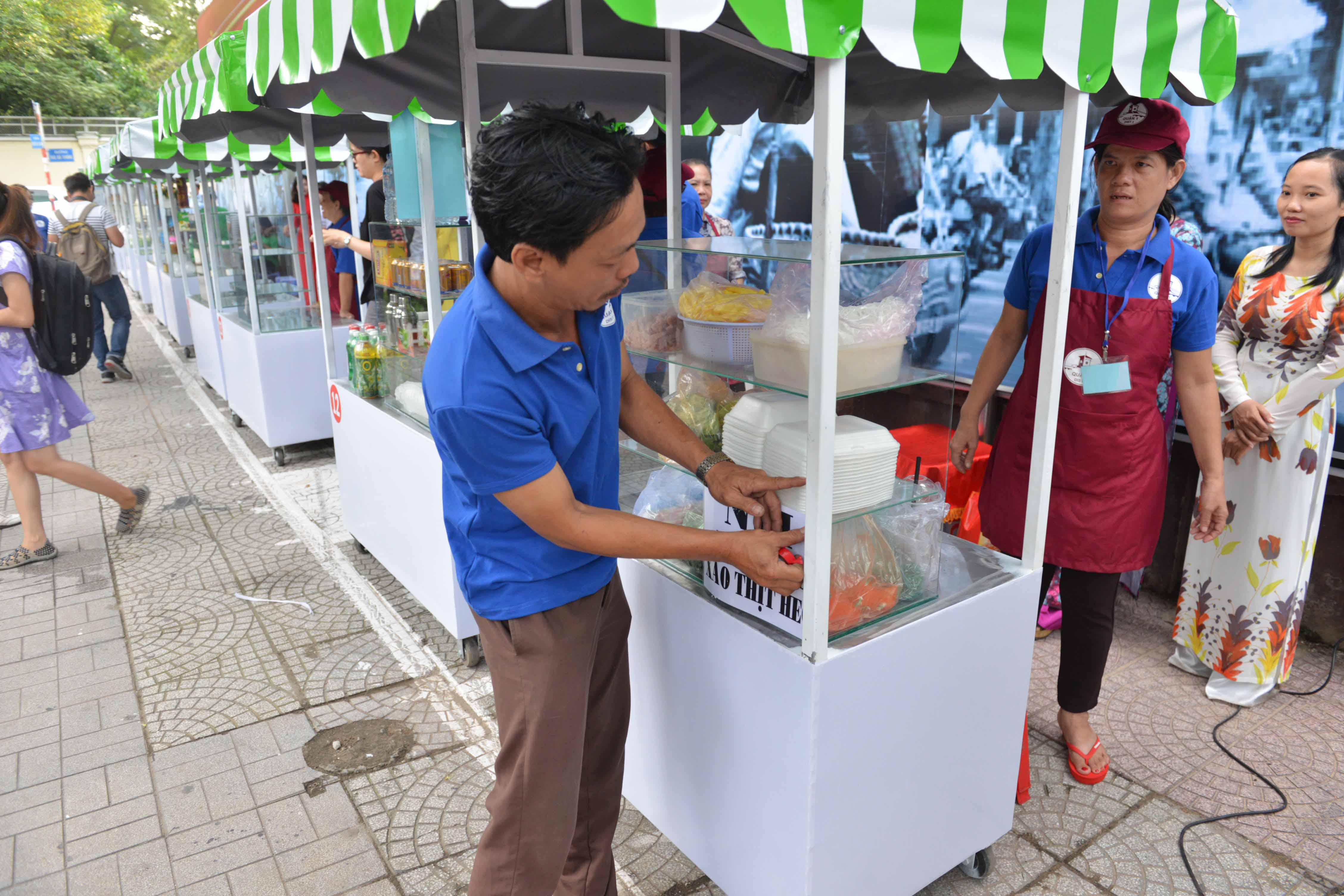 Phố ẩm thực Nguyễn Văn Chiêm khó thu hút dân Sài Gòn, tại sao?  - Ảnh 1.