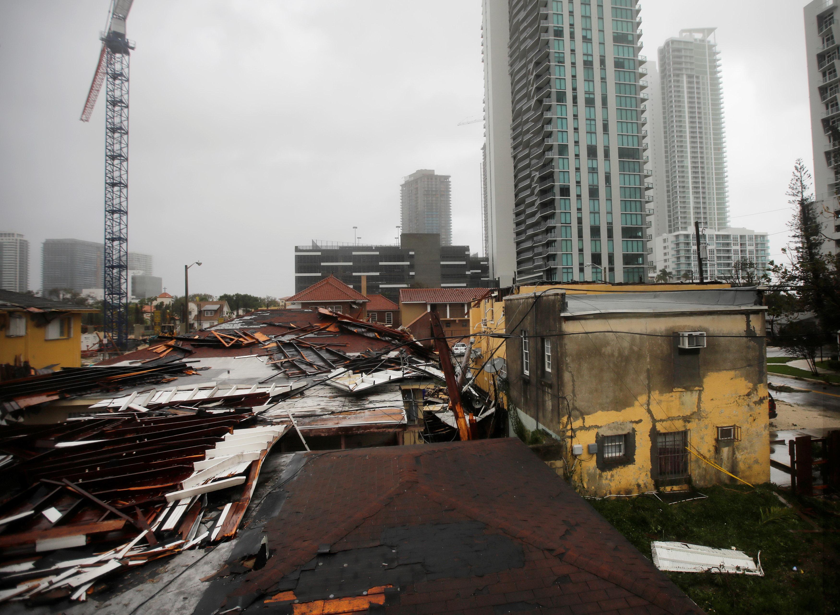 Bão Irma và Harvey thổi bay hàng chục tỉ đô - Ảnh 1.