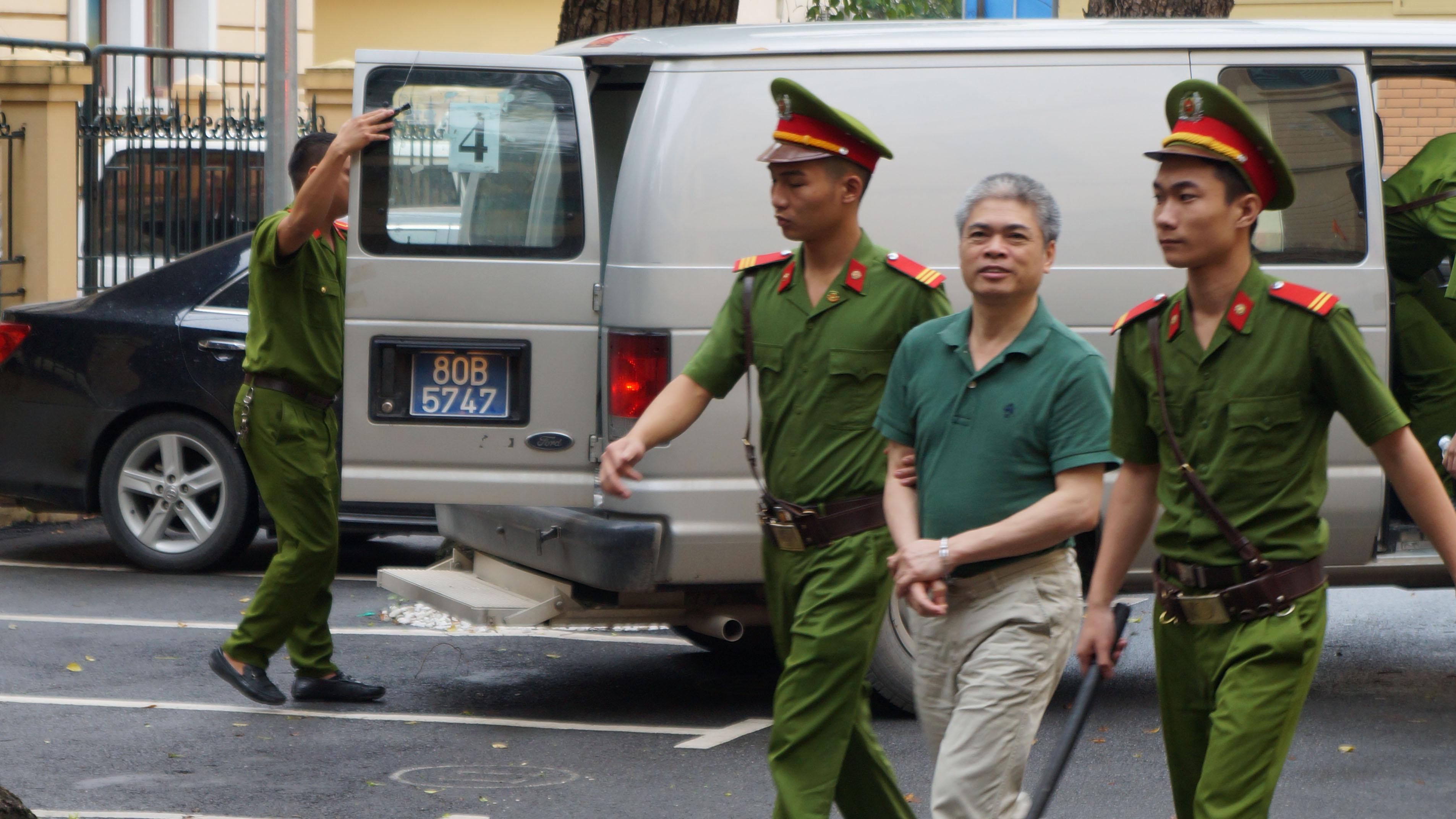 Bị truy tố tội Tham ô, Nguyễn Xuân Sơn nói bàng hoàng và trở nên như người vô hồn
