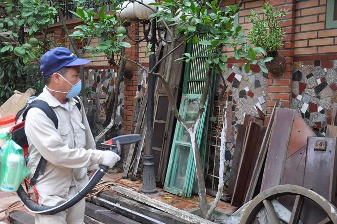 Dịch sốt xuất huyết đã giảm trên địa bàn thành phố Hà Nội - Ảnh 1.