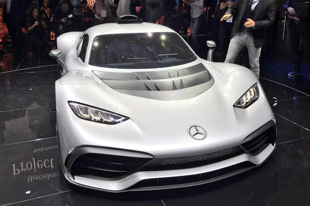 Mercedes ra mắt siêu xe hybrid: khi xe đua thành xe chạy trên phố - Ảnh 1.