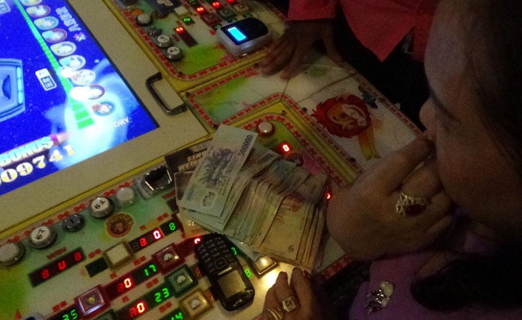 Phía sau trò chơi điện tử ở AEON Mall Tân Phú là đánh bạc - Ảnh 1.