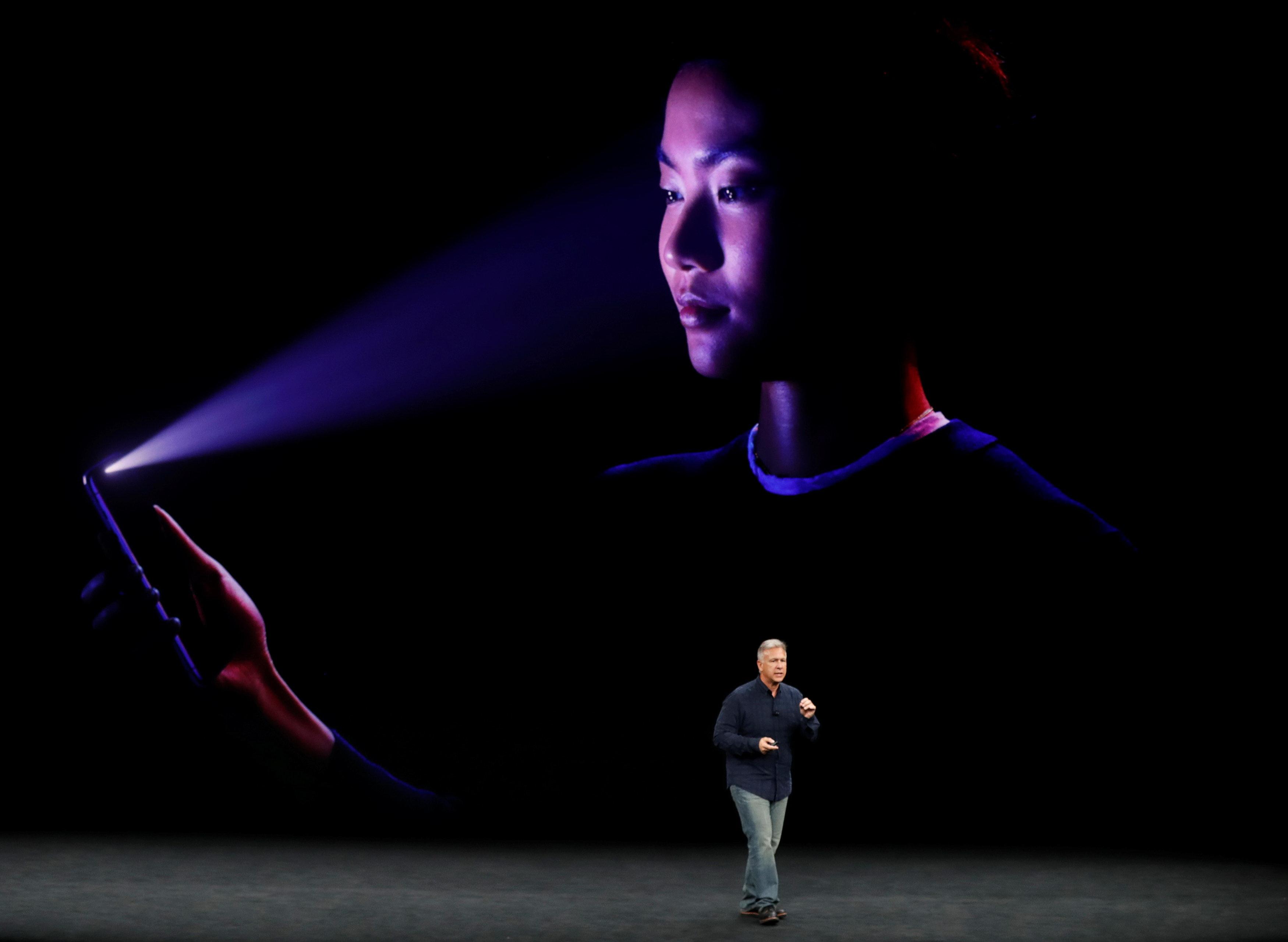 Người dùng cho rằng iPhone X quá đắt đỏ - Ảnh 1.
