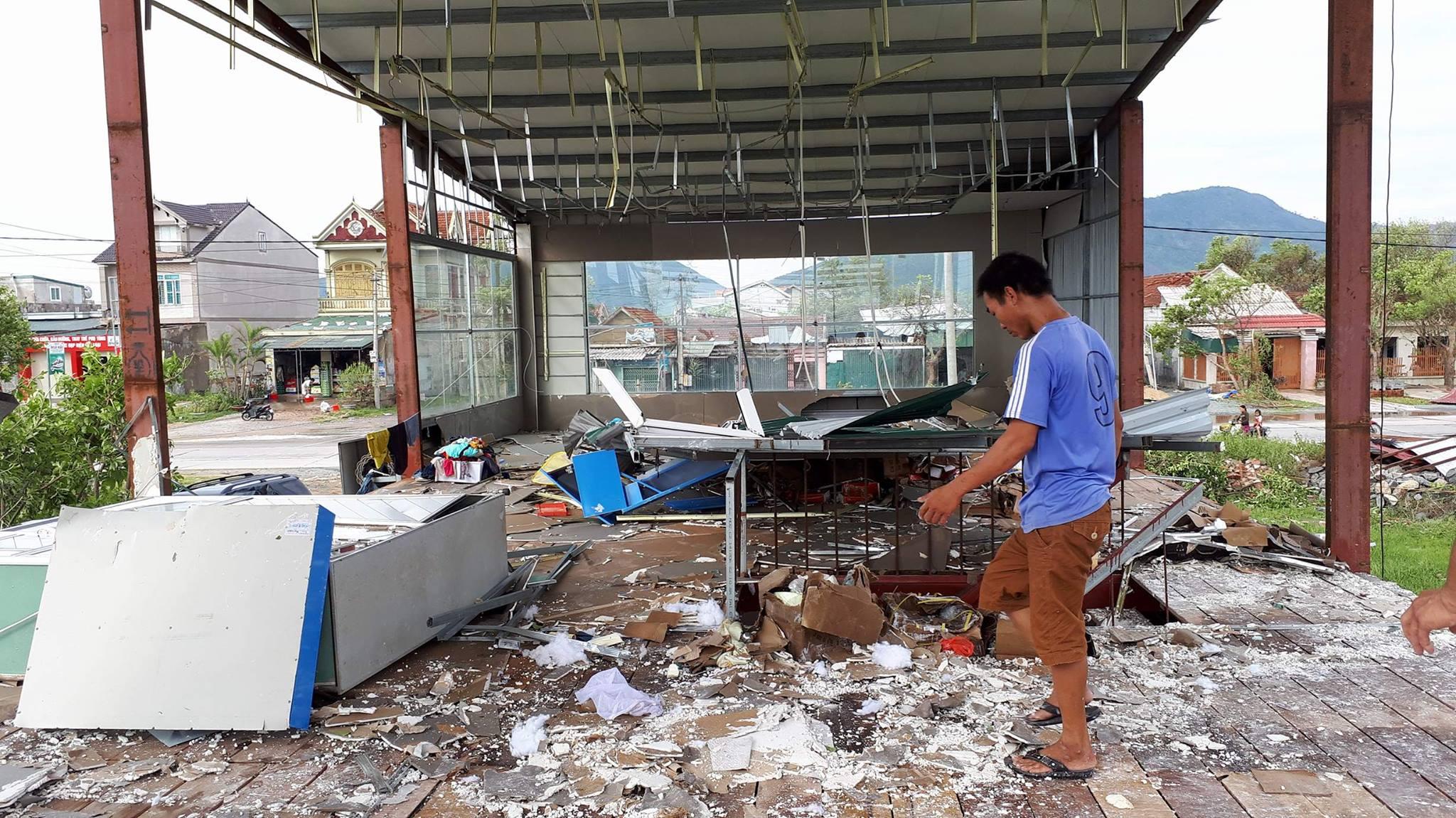 Thủ tướng đến Hà Tĩnh chỉ đạo khắc phục hậu quả bão - Ảnh 2.