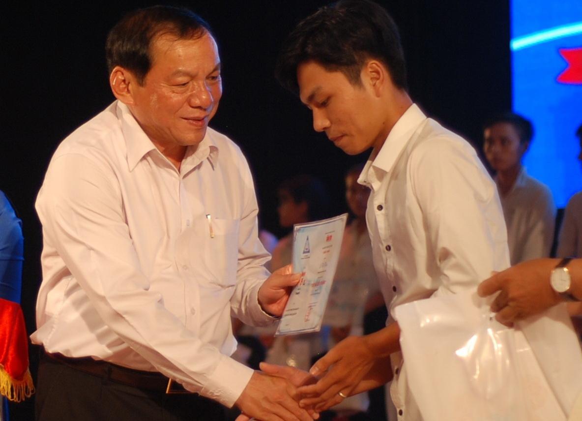 204 suất học bổng nghĩa tình cho tân sinh viên nghèo Quảng Trị - Ảnh 4.
