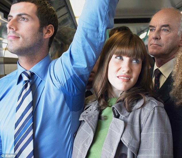7 kiểu khách dễ bị tống cổ ra khỏi xe - Ảnh 2.