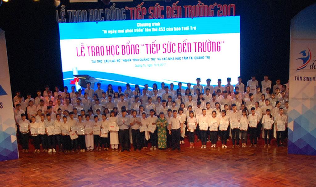 204 suất học bổng nghĩa tình cho tân sinh viên nghèo Quảng Trị - Ảnh 1.
