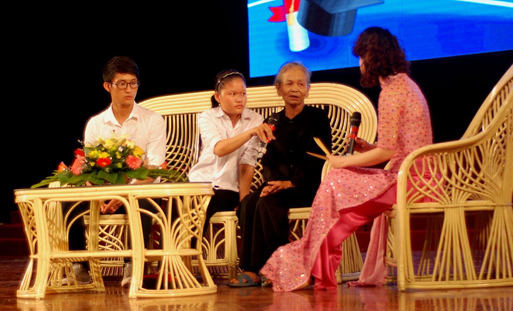 204 suất học bổng nghĩa tình cho tân sinh viên nghèo Quảng Trị - Ảnh 2.