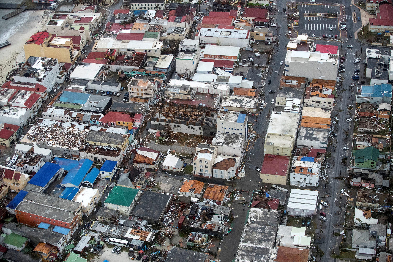 Nhiều nơi chỉ còn đống đổ nát vì bão Irma - Ảnh 7.