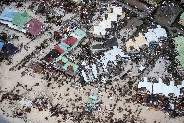 Nhiều nơi chỉ còn đống đổ nát vì bão Irma - Ảnh 5.