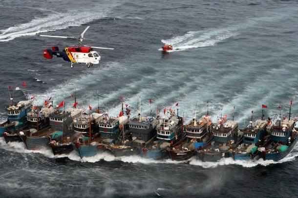 18.000 tàu cá Trung Quốc lại tràn xuống Biển Đông - Ảnh 1.
