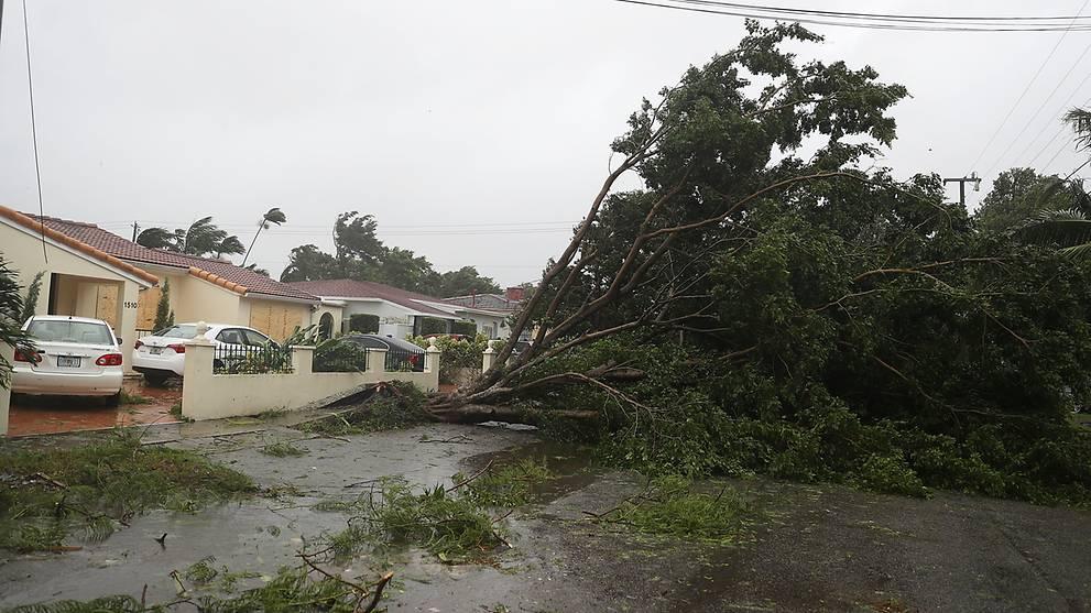 Bão Irma trút cơn thịnh nộ xuống Florida - Ảnh 1.