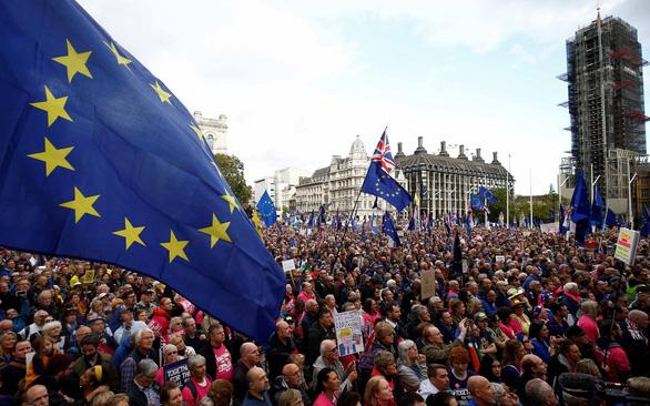 Sát thời hạn Brexit, dân Anh lại xuống đường đòi trưng cầu ý dân