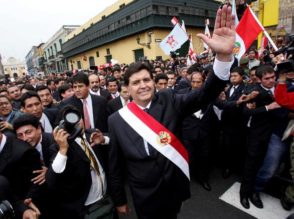 Cựu tổng thống Peru tự sát vì bê bối tham nhũng