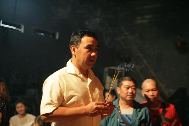 Sài Gòn cúng tổ sân khấu, lân trống rộn ràng - Ảnh 10.