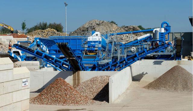 Nghiền nát xà bần làm vật liệu thay thế cát xây dựng - Ảnh 1.