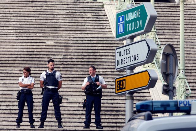 Pháp điều tra tấn công ở Marseille theo hướng khủng bố - Ảnh 1.