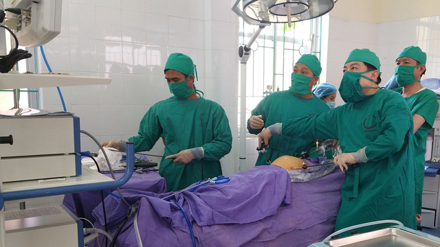 Lần đầu tiên phẫu thuật nội soi tại đảo Cô Tô