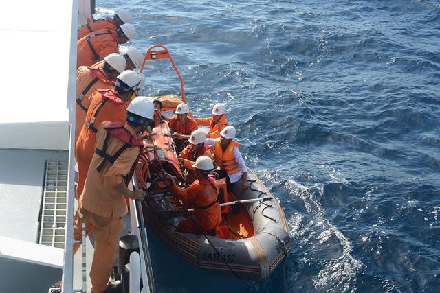 Ba ngư dân hôn mê sâu do ngạt khí gas hầm lạnh - ảnh 2