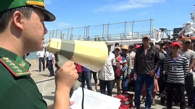 239 ngư dân Việt Nam bị Indonesia bắt giữ được về nhà - Ảnh 5.