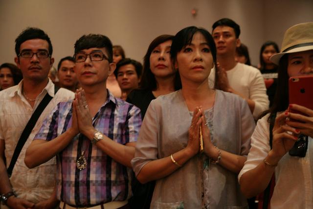 Sài Gòn cúng tổ sân khấu, lân trống rộn ràng - Ảnh 7.