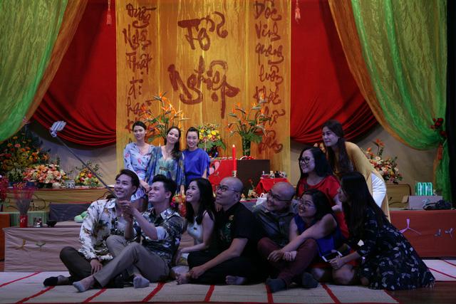 Sài Gòn cúng tổ sân khấu, lân trống rộn ràng - Ảnh 12.