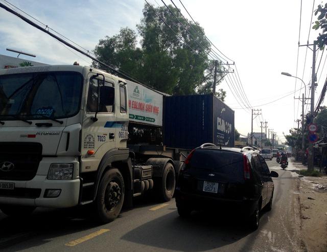Đường Nguyễn Duy Trinh quá tải, chừng nào mở rộng? - ảnh 1