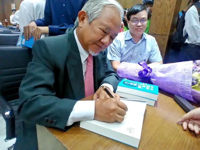 Một đời quản trị - những trang sách từ cuộc đời Giáo sư Phan Văn Trường - Ảnh 1.