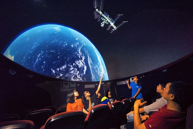 Khám phá vũ trụ ở đài thiên văn đầu tiên của Việt Nam - Ảnh 1.