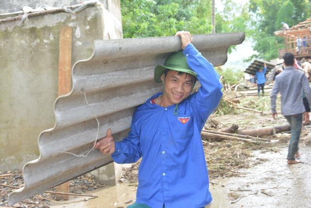 Hàng nghìn thanh niên tình nguyện giúp dân sau mưa lũ miền Bắc - ảnh 3