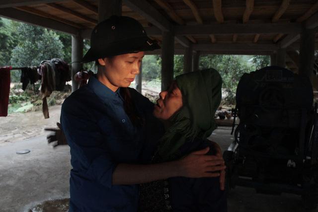 Hàng nghìn thanh niên tình nguyện giúp dân sau mưa lũ miền Bắc - ảnh 8