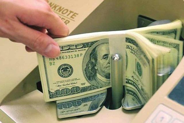 Dự trữ ngoại hối lập đỉnh 45 tỉ USD, người mua được tặng tiền - Ảnh 1.