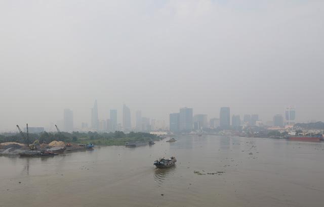 Sài Gòn giữa trưa cứ như chiều tối - Ảnh 3.