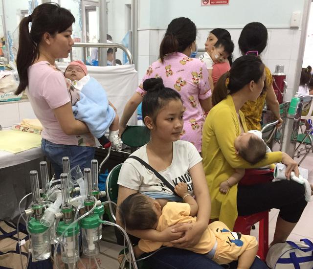 Trẻ bệnh hô hấp nhập viện tăng nhanh - Ảnh 3.