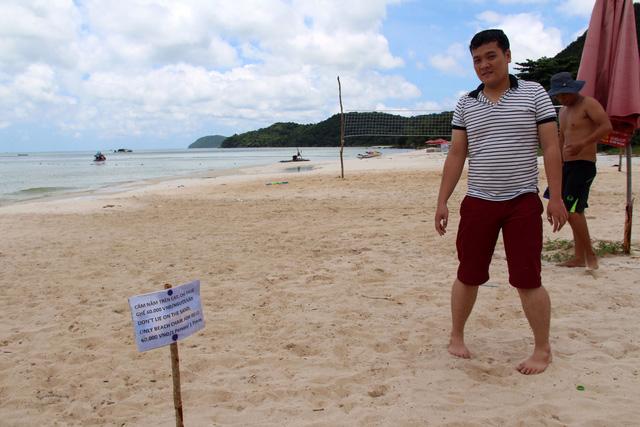 Du khách sốc với bảng cấm nằm trên bãi biển ở Phú Quốc - Ảnh 1.