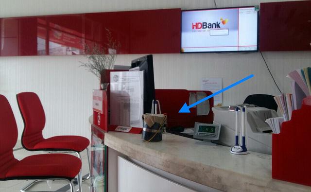 Nhóm cướp dùng trái nổ tự tạo cướp ngân hàng HD Bank - Ảnh 2.
