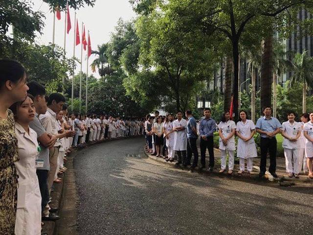 Cuộc chia tay hiếm có khi bác sĩ Nguyễn Anh Trí về hưu  - Ảnh 3.