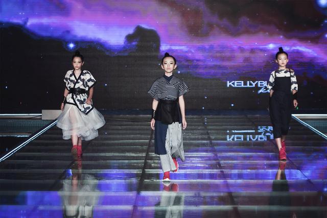 Bà - cháu, mẹ - con, bà - con - cháu cùng lên sân khấu thời trang - Ảnh 6.